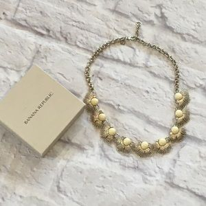 BANANA REPUBLIC GOLD TONE NECKLACE CRYSTAL ACCENTS